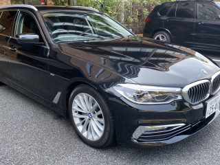 2017 BMW 523i Touring Luxury Line front right picture