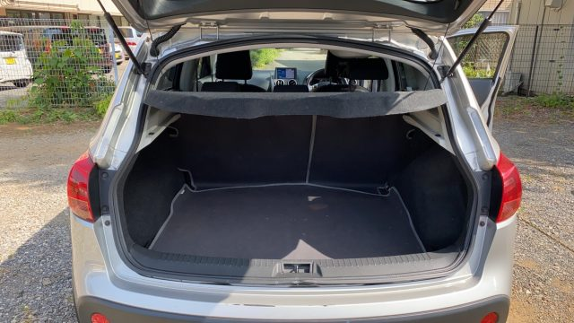 Nissan Dualis trunk space pic