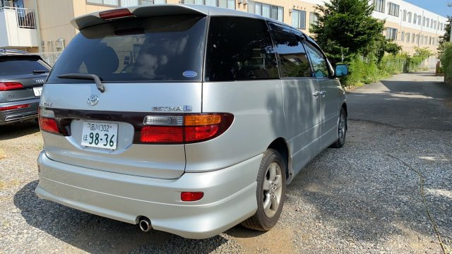 Rear right side picture of the 2003 Toyota Estima