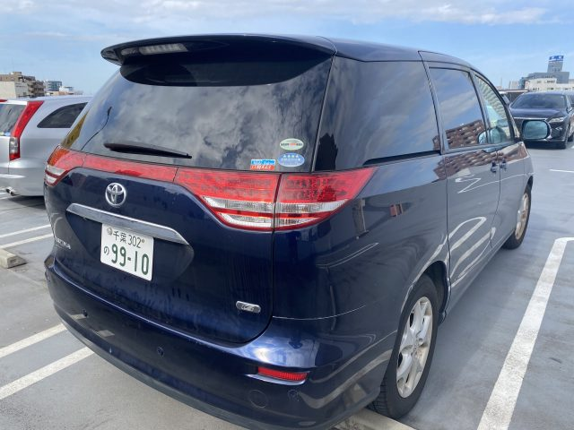 Rear right side of the 2006 Toyota Estima picture