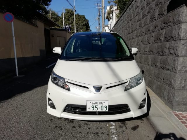 Front Picture of the 2011 Toyota Estima for sale in Tokyo