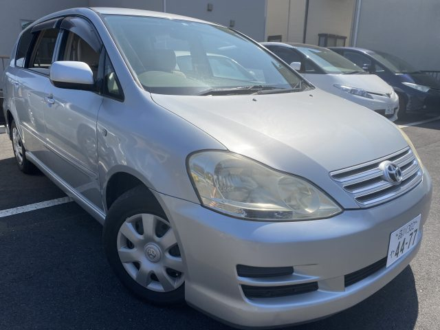 2006 Toyota Ipsum front right side image