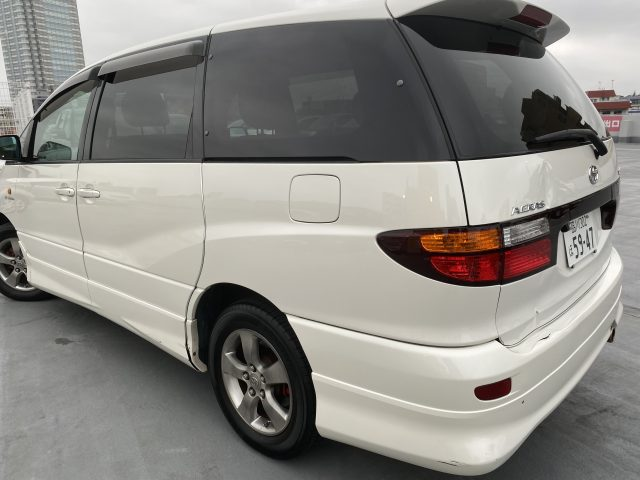 2003 Estima AWD rear left area showing dent and rear gate image
