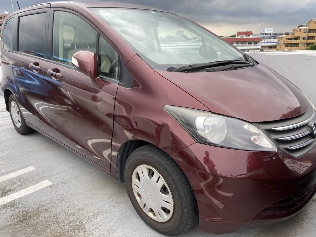 2010 Honda Freed front right image for sale in Tokyo