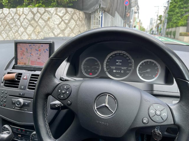 2010 Mercedes Benz C200 station wagon steering wheel and dash area image
