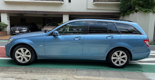2010 Mercedes Benz C200 station wagon right side image
