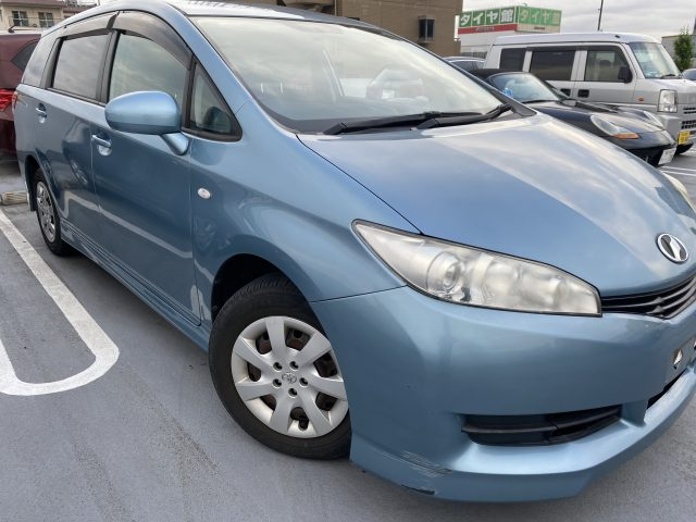 2010 Toyota Wish 1.8ltr used car for sale in Tokyo - front right image