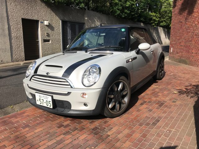 2009 BMW Mini Cooper S with roof up image.